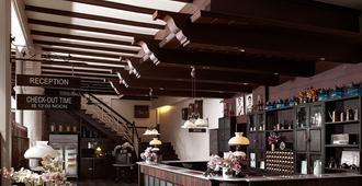 The Memory at On On Hotel - עיירת פוקט - בר