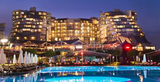 Limak Lara De Luxe Hotel - Antalya - Gebouw