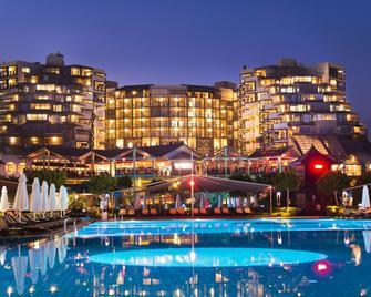 Limak Lara De Luxe Hotel - Antalya - Building