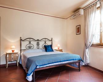 Tenuta degli Obizzi - Montecarlo - Bedroom