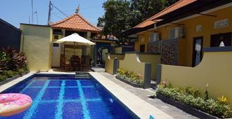 Kubu Karang Homestay - Denpasar - Pool