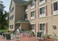 Country Inn & Suites by Radisson, Lake George, NY - Queensbury - Bygning