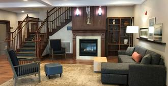 Country Inn & Suites by Radisson, Lake George, NY - Queensbury - Lobby