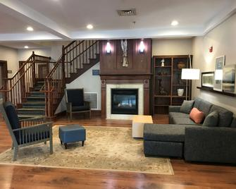 Country Inn & Suites by Radisson, Lake George, NY - Queensbury - Лоббі