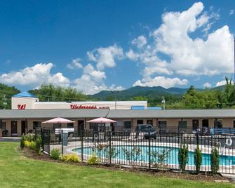 Relax Inn - Bryson City - Building