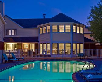 Sonesta ES Suites Cleveland Airport - Middleburg Heights - Pool