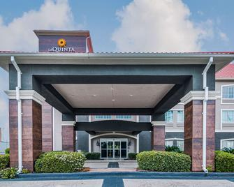 La Quinta Inn & Suites by Wyndham Tomball - Томбал - Здание
