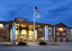Holiday Inn Express Hotel & Suites Scottsbluff-Gering - Скоттсблафф - Building