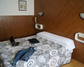 Hostal Sanmar - Figueres - Schlafzimmer