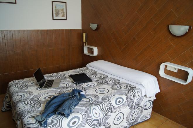 Hostal Sanmar - Figueres - Makuuhuone