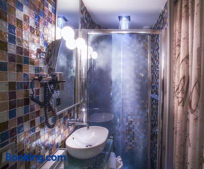 Apostrophe Hotel - Paris - Bathroom