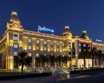 Radisson Blu Hotel, Ajman - Ajman - Gebouw