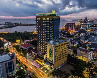 Arthama Hotels Losari Makassar - Макассар - Building