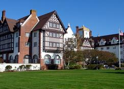 Montauk Manor - Montauk - Edificio