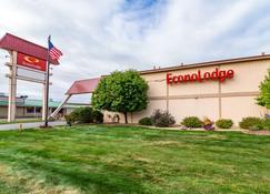 Econo Lodge - Miles City - Building
