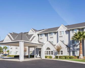 Microtel Inn & Suites by Wyndham Modesto Ceres - Ceres - Edificio