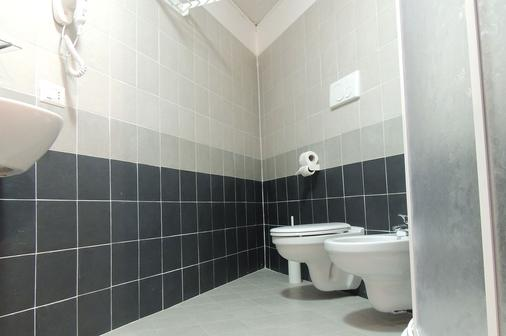 Central Station Inn - Ciampino - Bathroom