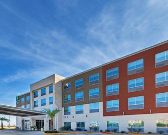 Holiday Inn Express & Suites Brenham South - Brenham - Building