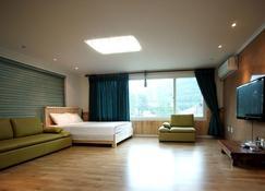 Mirvill Pension - Andeok-myeon - Bedroom