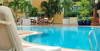 New World Saigon Hotel - Ho Chi Minh City - Pool