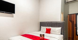 RedDoorz near Graha Cijantung Mall - Jakarta - Bedroom