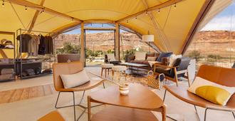 Under Canvas Moab - Moab - Living room