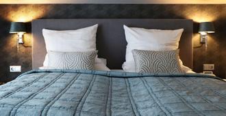 Court Hotel - Halle - Bedroom