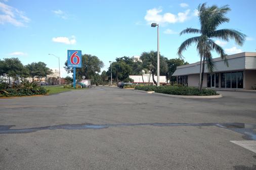 Motel 6 Miami - Miami - Outdoor view