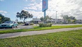 Motel 6 Miami - Fl - Miami - Building