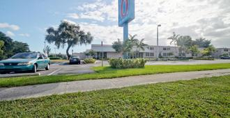 Motel 6 Miami - Fl - Miami - Building