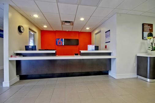 Motel 6 Miami - Fl - Miami - Front desk