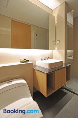 Midtown Residence Surabaya - Surabaya - Bathroom