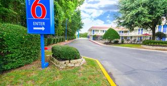 Motel 6 Huntsville, TX - Huntsville - Gebäude