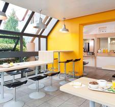Hotelf1 Orange Centre Echangeur A7 A9