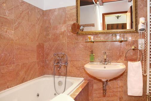 King Charles Boutique Residence - Prague - Bathroom