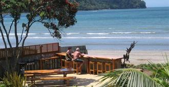 Beachfront Resort - Whitianga - Outdoor view