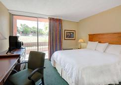 Howard Johnson by Wyndham, Albuquerque Midtown - Albuquerque - Bedroom