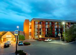 Howard Johnson by Wyndham Albuquerque Midtown - Albuquerque - Building