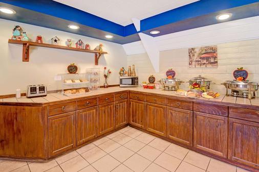 Howard Johnson by Wyndham, Albuquerque Midtown - Albuquerque - Buffet