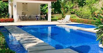 Lujosa Villa Familiar Cerca del Oceano - Jacó - Pool