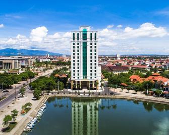 Royal Quang Binh Hotel - Донгхой - Здание