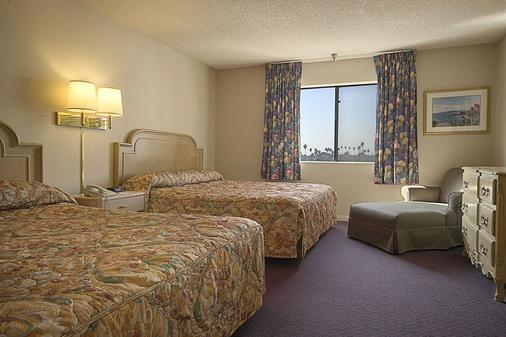 Ramada by Wyndham Los Angeles/Koreatown West - Los Angeles - Bedroom