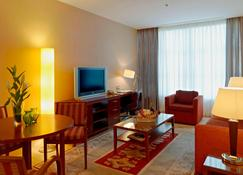 Marriott Executive Apartments Atyrau - Atyrau - Wohnzimmer