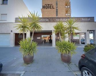 Hotel Moya - Trujillo - Outdoors view