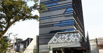 棉蘭帕蒂穆拉宜必思尚品飯店 - 棉蘭 - 建築