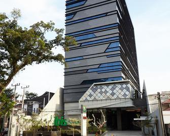 ibis Styles Medan Pattimura - Μεντάν - Κτίριο