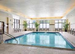 Courtyard by Marriott Milwaukee Downtown - Milwaukee - Pool