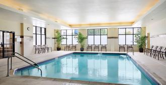 Courtyard by Marriott Milwaukee Downtown - Milwaukee - Uima-allas