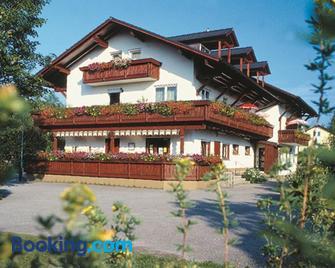 Kur- Und Feriencamping Max 1 - Bad Füssing - Edificio