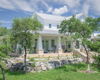 Alexandra's House Bed and Breakfast - Wimberley - Building